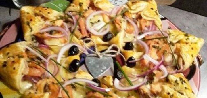 Tarte étoilée feuilletée aux Pommes de terre, saumon et mozzarella