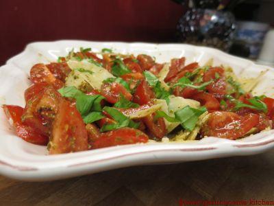 Salade de tomates au pesto
