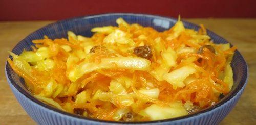 Salade de chou et de carottes aux raisins