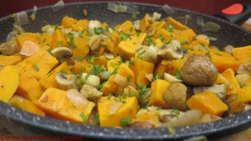 Poêlée de patates douces aux champignons et aux marrons vegan