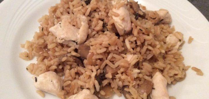 Poêlée de riz au poulet et aux champignons