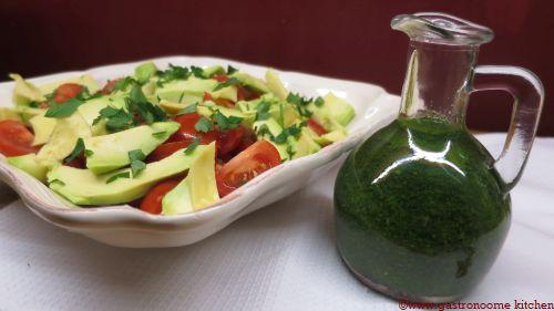 vegan - Salade tomates avocat et huile verte