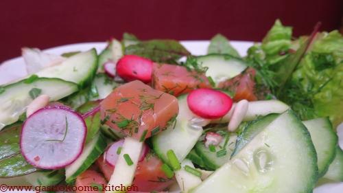 Salade au saumon cru